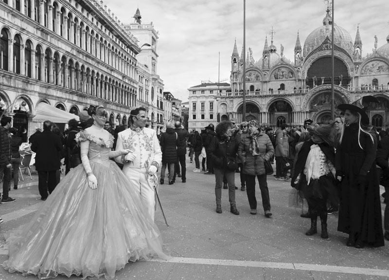 Carnavalul venețian – fenomen social și spectacol